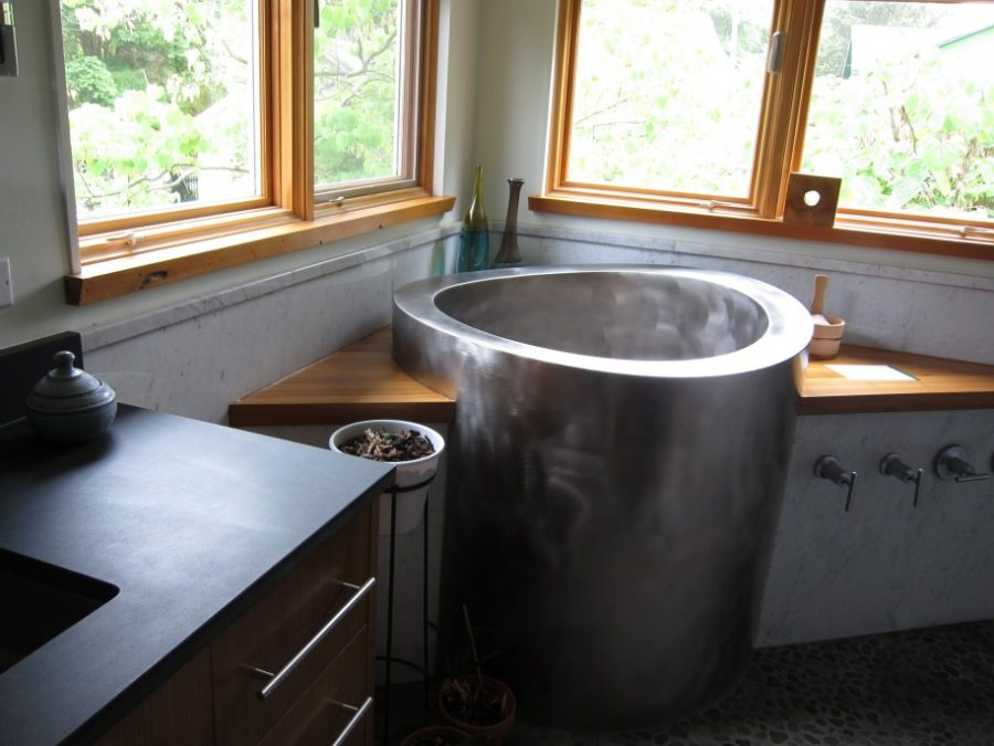 Silver-Small-Japanese-Soaking-Tub-900x675-1