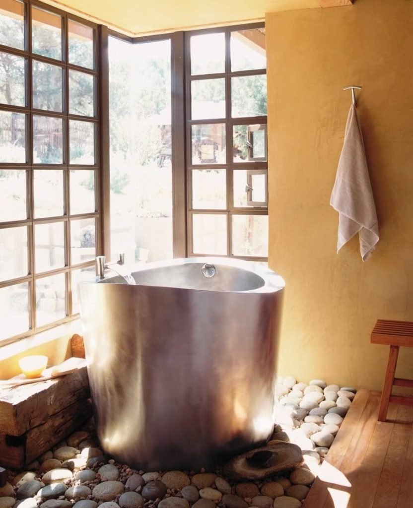 Stainless-STeel-Circular-Japanese-Soaking-Tub-900x1108-1